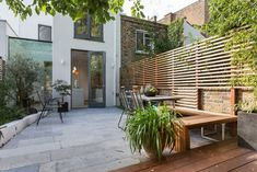 Decoration, Small Deck With Built In Corner Bench Idea Feat Outdoor Dining Area And Cool Wood Fence Combined With Brick Design ~ Bringing Natural Texture with Wood Fence Design Modern Fence Design, Modern Garden Design, Outdoor Decor, Privacy Fence Designs, Modern Wood Fence, Apartment Patio, Fence Panels, Outdoor Dining Area, Contemporary Patio