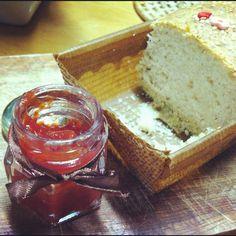Pão de quinoa com geleia de pitanga