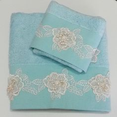 El ve Yüz Havlusu Dish Towels, Hand Towels, Embroidery Patterns, Hand Embroidery, Crochet Potholder Patterns, Turkish Towels, Sofa Pillows, Kitchen Towels, Diy And Crafts