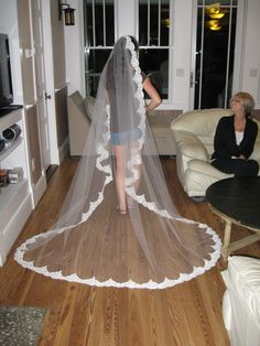 Bean In Love: Tulle, Lace, and Two Sisters - DIY wedding veil, and instructions on how to cut the tulle
