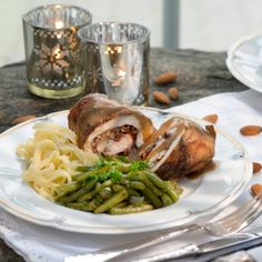 Geflügelrouladen mit Mandel-Pflaumen-Füllung Dinner For One, Snacks, Turkey, Meat, Chicken, Cooking, Food, Chanel, Healthy