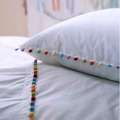 Housse de couette à pompons / AM-PM La Redoute Bead Embroidery Tutorial, Towel Embroidery, Embroidery Designs, Chic Bedding, Linen Bedding, Bed Covers, Pillow Covers, Pink Bedrooms, Duvet Cover Design