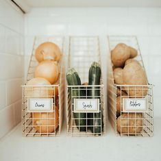 29 Creative Kitchen Organizing Ideas Is your kitchen a cluttered mess? These creative kitchen organizing ideas will keep your kitchen functional and looking good at the same time. Kitchen Organization Pantry, Home Organisation, Diy Kitchen Storage, Pantry Storage, Organization Hacks, Kitchen Decor, Organizing Tips, Kitchen Ideas, Produce Storage