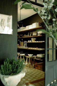 Lausanne / Aegon-Aegon boutique comme un atelier de curiosité / Point Of Purchase, Lausanne, Green Flowers, Wine Rack, Boutique, Visual Merchandising, Switzerland, Shops, Window