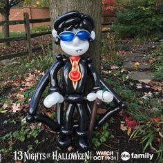 I am just dying to watch #DarkShadows tonight at 8:30/7:30c on #ABCFamily's #13NightsOfHalloween! Check out more balloons now on 365 Days of Balloons Facebook, Twitter and Instagram!