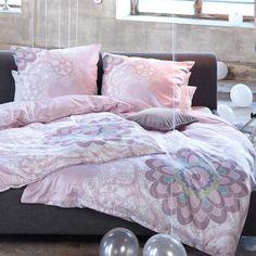 Ajándékot szeretnél vásárolni, de kifogytál az ötletekből? Ajándékozd a választás lehetőségét! A Profi Padló Ajándékutalvány adható nőknek, férfiaknak vagy akár családoknak is. Pink Houses, Linen Bedding, Bed Linen, Beautiful Bedrooms, Dream Bedroom, Shades Of Grey, My Room, Comforters, Sweet Home