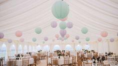 Pastel tinten op je feest zijn helemaal in. Gebruik lampionnen om sfeer mee te maken.  #lampion #trouwen #pastel #wedding #huwelijk #eventplanner #events #decoration #ibiza #styling #weddingideas #weddingplanner #weddinginspiration #bohemian @lampionlampionnen.nl  Bruiloftsborden Hangende lantaarns Huwelijks ideeën