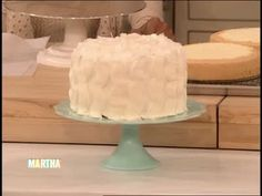 Watch Martha Stewart's Basic Buttercream Frosting Recipe Video. Get more step-by-step instructions and how to's from Martha Stewart.