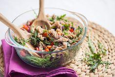 Salát připraven, opět jde o jednu porci! Japchae, Quinoa, Serving Bowls, Salads, Health Fitness, Treats, Tableware, Ethnic Recipes, Diet