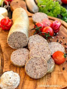 lebar-de-casa-meniu-craciun-divainbucatarie Romanian Food, How To Make Sausage, Cooking Recipes, Healthy Recipes, Smoking Meat, International Recipes, I Foods, Holiday Recipes, Good Food