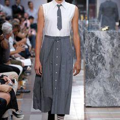 トムブラウンがメンズスカートを提案性別と服のなぜを問いかけ