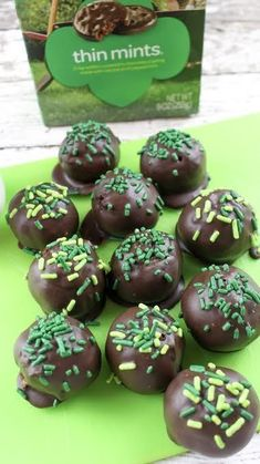 Thin Mint Truffle Recipe So Delicious and Easy Cake Truffles, Chocolate Truffles, Mint Chocolate, Cupcakes, Cake Ball Recipes, Candy Recipes, Dessert Recipes, Cookie Recipes, Dinner Recipes