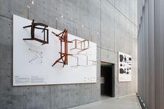 「骨」展 « TORAFU ARCHITECTS トラフ建築設計事務所 Showroom Interior Design, Furniture Showroom, Furniture Design, Display Design, Store Design, Wall Design, Exhibition Display, Exhibition Space, Signage Design