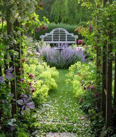 Gartenschaukel verändert den Gartenlook auf eine tolle Art und Weise ...
