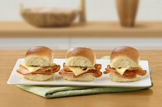 Hawaiian Ham & Swiss Slider Hawaiian Sweet Breads, Hawaiian Sweet Rolls, Easy Cooking, Cooking Recipes, Ham Recipes, Sandwich Recipes, Recipies, Ham And Swiss Sliders, Sweet Dinner Rolls