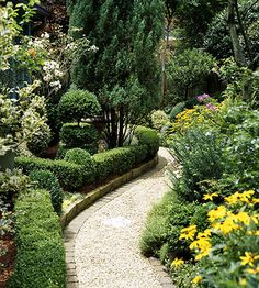 Garden Tour: Groomed for Success... omg this is awwwwwwwwwwwesome!!!! the path and the whole garden setting!!!!