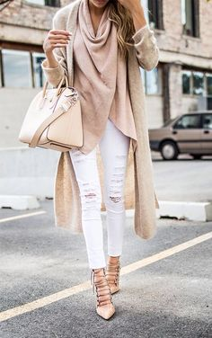 Soft neutrals blended with bright whites are a fantastic end of fall look! This looks so classy and chic!