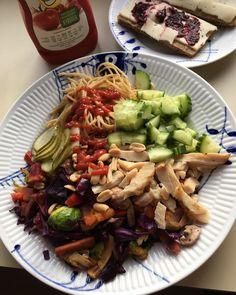 Alt for nem aftensmad efter 🏋🏼♀️😍❤️ @easis_udentilsatsukker produkterne bliver ik kun brugt i min grød - jeg er ret vild med deres ketter, seeelvom lidl's stadigvæk også er god 🤪 Og så deres lækre marmelade på min ostemad 🤤🤤🧀 #mackor #ost #sylt #syltetøj #brød #madder #vægttab #diæt #sundhed #diet #sund #sundlivsstil #fitfamdk #kosttilskud #kyckling #jordnötter #dk