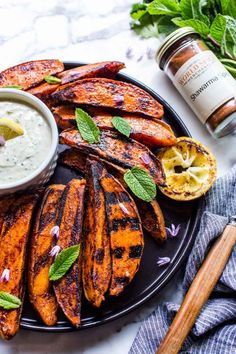 Shawarma Spices, Grilled Sweet Potatoes, Sweet Potato Wedges, Potato Sides, Fire Cooking, Appetisers, Sweet And Spicy, Potato Recipes, Tandoori Chicken