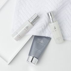 Tonight's staffer regimen is all about helping with premature aging. Utilizing retinol technology with Serum 16, diminishing pigmentation with Simply Brilliant and lasting hydration through Emulsion, we are tackling a variety of elements. What does your #regimen look like? #COSMEDIX #skincare