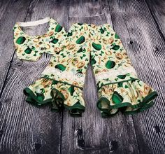 Patrick/'s Day Apron Has Two Shamrock Pockets and Green Sheer Fabric with Tiny White Dots SALE--Darling Vintage St