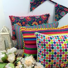 São tantas estampas que a gente pira #capasdealmofadas #decoração http://julietaforfun.com.br/categoria-produto/capa-de-almofada/