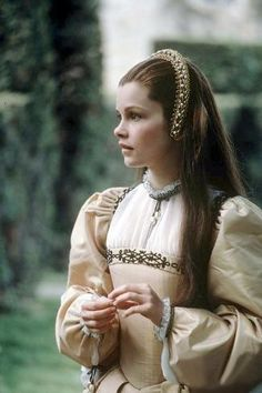 Anne of the Thousand Days Anne Boleyn - Geneviève Bujold Mode Renaissance, Renaissance Fashion, Anne Boleyn, Historical Costume, Historical Clothing, Elizabeth Taylor, Elisabeth I, Tudor Fashion, 1500s Fashion