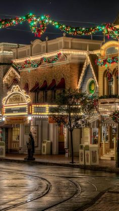 Disney Christmas .. I must go to WDW at least once at XMAS time :)