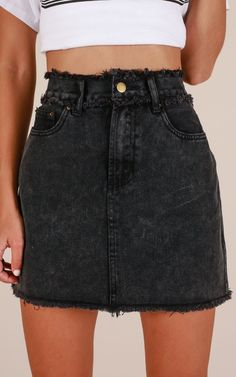 Need a black denim skirt! ///No Stopping Us denim skirt in black Demin Skirt Outfit, Black Skirt Outfits, Jean Jacket Outfits, Cute Outfits, Black Skirts, Black Denim Skirt Outfit Summer, Outfit With Skirt, Jeans Dress, All Jeans
