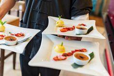 Das AKZENT Hotel Laupheimer Hof bittet zu Tisch! Restaurant, Plastic Cutting Board, Table Decorations, Kitchen, Easy Meals, Cooking, Diner Restaurant, Kitchens, Restaurants