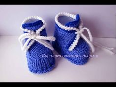 baby booties knitting tutorial baby booties knitting for beginners Knit Baby Dress, Booties Crochet, Crochet Baby Shoes, Baby Boots, Crochet Baby Booties, Knitting For Kids, Knitting For Beginners, Baby Knitting, Knitting Videos