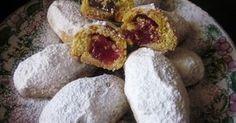 Σκαλτσούνια με λουκούμι και καρύδι θα χρειαστούμε για 50 σκαλτσούνια τα εξής: 1 κιλό αλεύρι για όλες τις χρήσεις 1 1/2 φλυτζ τσαγ... Greek Sweets, Greek Desserts, Greek Recipes, Pastry Recipes, Cookie Recipes, Dessert Recipes, Cyprus Food, Low Calorie Cake, Cookie Dough Pie