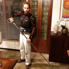 Samurai contemporâneo  kkkkkkkk. Com minha espada e armadura vencerei todo mau. #luz #saomiguel #equilibrio #consciencia #china2008 #woainimen #wine #orquideas by abeninca