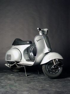 Give me this over the previous post anyday. - All things Lambretta & Vespa Piaggio Vespa, Scooters Vespa, Motos Vespa, Lambretta Scooter, Motor Scooters, Cafe Racer Moto, Inazuma Cafe Racer, Vintage Vespa, Fiat 500