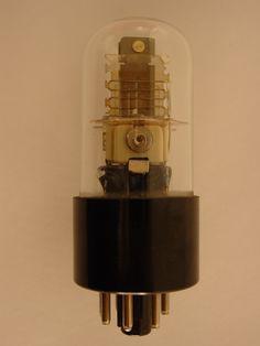 [Válvula de vacío] [19--]. 8 x 3 cm. Museo Histórico de la Informática (Boadilla del Monte, Madrid) http://www.mhi.fi.upm.es/ #Vacuum_tube Colección Digital Politécnica http://cdp.upm.es/R/?object_id=473469&func=dbin-jump-full
