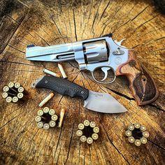 A BlackHeart Pike fixed blade and a Smith & Wesson 627 P.C.  Photo credit- @blackheartknives  Knife company- @blackheartknives  Follow @natureholics  @kar.knives.plus  @weaponaddicts