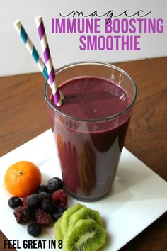 We haven& been sick since we started drinking this Immune Boosting Smoothie! We are finally staying healthy and I& seriously going to be making this smoothie every day this winter! Healthy Juices, Healthy Smoothies, Healthy Drinks, Healthy Snacks, Healthy Recipes, Breakfast Smoothies, Smoothie Drinks, Smoothie Recipes, Mets