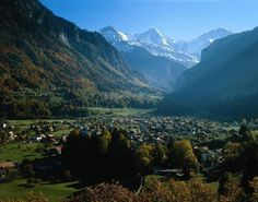 This week's Round T(r)ip are the cultural walks at the entrance to the Lütschine valleys. #swissgrandtour