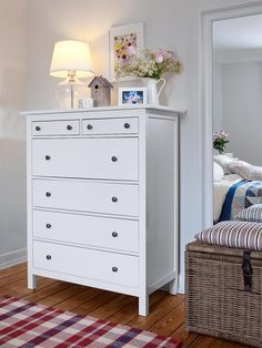 how to decorate a dresser...