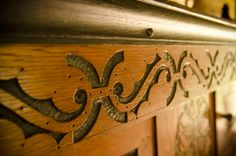 1600′s English Oak Carving. VIDEO: Traditional Woodworking Tour: 1600′s English Furniture and Timber Frame Farmhouse (WoodAndShop.com)