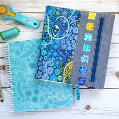Free Pattern: Zippy Quilter's Planner Cover PDF Pattern Notebook Covers, Journal Covers, Diy Sewing Projects, Sewing Crafts, Sewing Ideas, Quilting Projects, Sewing Tutorials, S Planner, Planner Journal