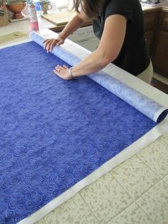 Plain Ol' Vanilla: Spray Basting a Quilt.I've Changed My Mind. TC - want to read - I've never tried spray basting! Machine Quilting Designs, Quilting Tools, Quilting Tutorials, Quilting Projects, Quilting Ideas, Quilting 101, Sewing Projects, Crazy Quilting, Hand Quilting