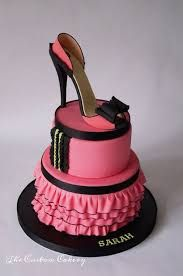 Black and pink shoe cake High Heel Cakes, Shoe Cakes, Cupcake Cakes, New York Kuchen, High Heel Kuchen, Beautiful Cakes, Amazing Cakes, New York Cake, Girly Cakes