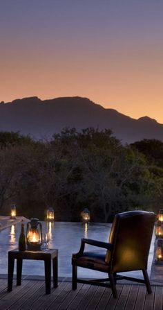 Enjoy a candlelight dinner by the infinity pool.