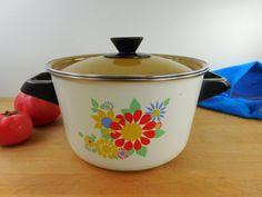 Mid Century Enamelware 3.5 Quart Stock Pot & Lid - Vintage Mod Flowers