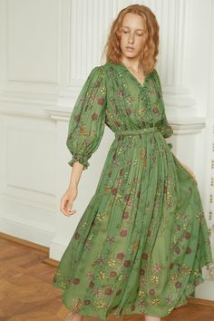 Alena Akhmadullina Spring 2019 Ready-to-Wear Fashion Show Collection: See the complete Alena Akhmadullina Spring 2019 Ready-to-Wear collection. Look 8 Fashion Show Collection, Models, Colorful Fashion, Beautiful Gowns, Pretty Outfits, Runway Fashion, Fashion Fashion, Fashion Women, Ready To Wear