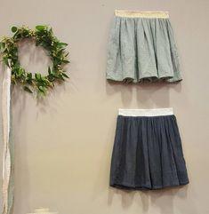 Idée couture : une jupe avec un bel élastique. Retrouvez toutes les fournitures (double gaze de coton bio et élastique fantaisie) en vente sur la boutique en ligne 36 bobines.