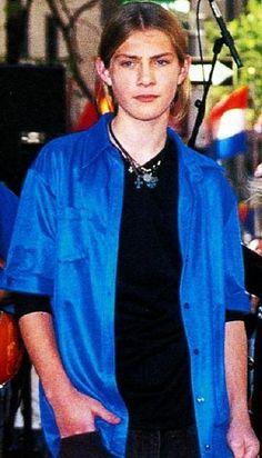 Es tan guapo Taylor hanson.