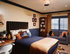 Paint allows you to transform your kids' bedroom into a stylish room for the teen