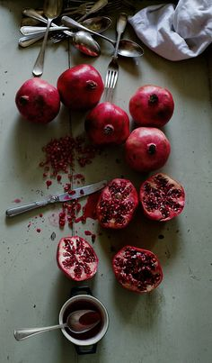 iddybiddee: Absolute favorite fruit. Pomegranate. on @demi breen.com - http://whrt.it/TARmSI